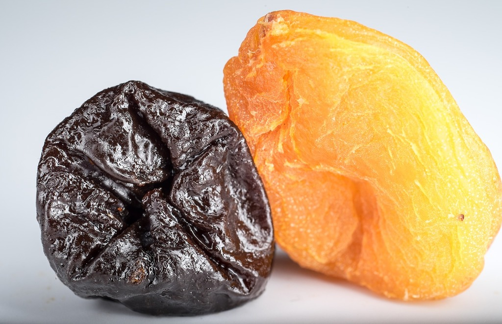dried-apricots-prunes-dried-fruits-food-drink-890218-1024